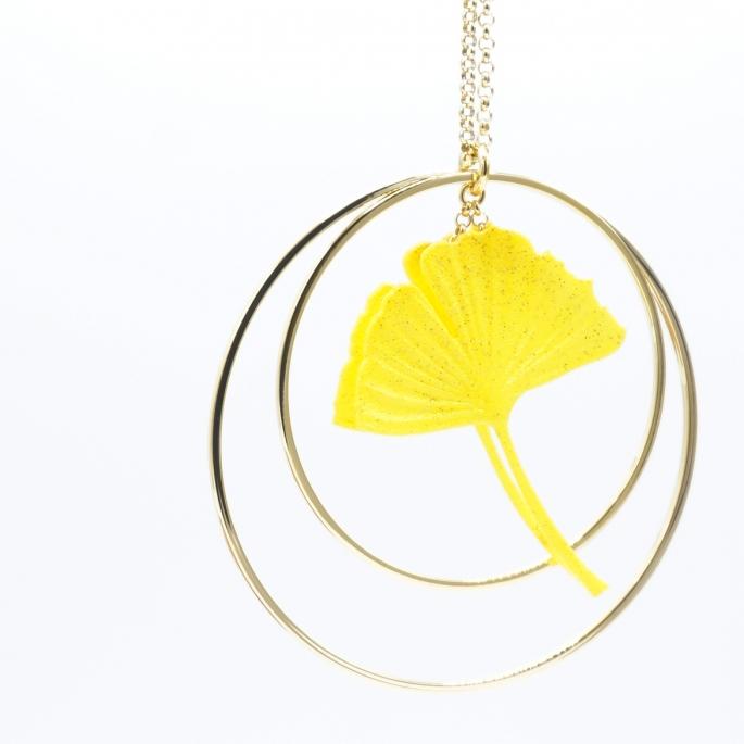 Sautoir Collier ginkgo jaune créole dorée
