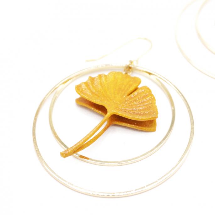 Boucles d'oreilles ginkgo curry - moutarde créoles dorées
