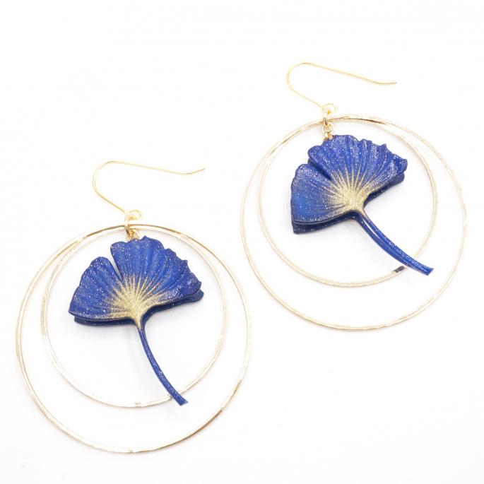 Boucles d'oreilles ginkgo bleu créoles dorées