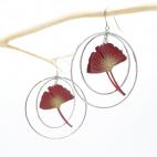 Boucles d'oreilles ginkgo bordeaux créoles argentées
