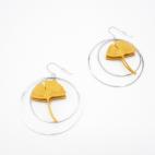 Boucles d'oreilles ginkgo curry/moutarde créoles argentées