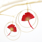 Boucles d'oreilles ginkgo rouge créoles dorées