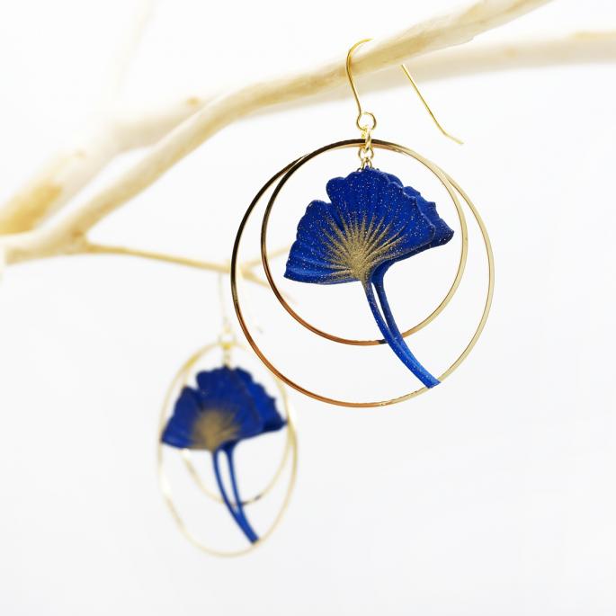 Boucles d'oreilles ginkgo bleu créoles dorées Taille M