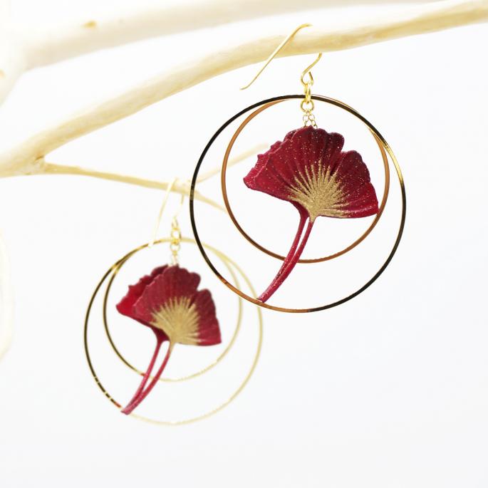 Boucles d'oreilles ginkgo bordeaux créoles dorées Taille M