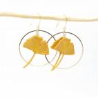 Boucles d'oreilles ginkgo curry moutarde petite créole dorée