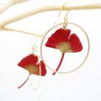 Boucles d'oreilles ginkgo rouge petite créole dorée